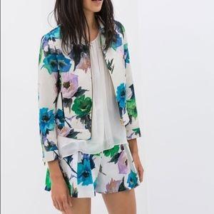 Hard to find Zara floral shorts Large